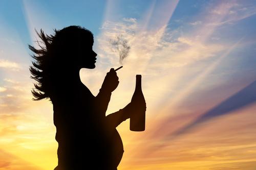 Sigara Ve Alkol Tüketimi Hamileliğe Zarar Verir Mi?